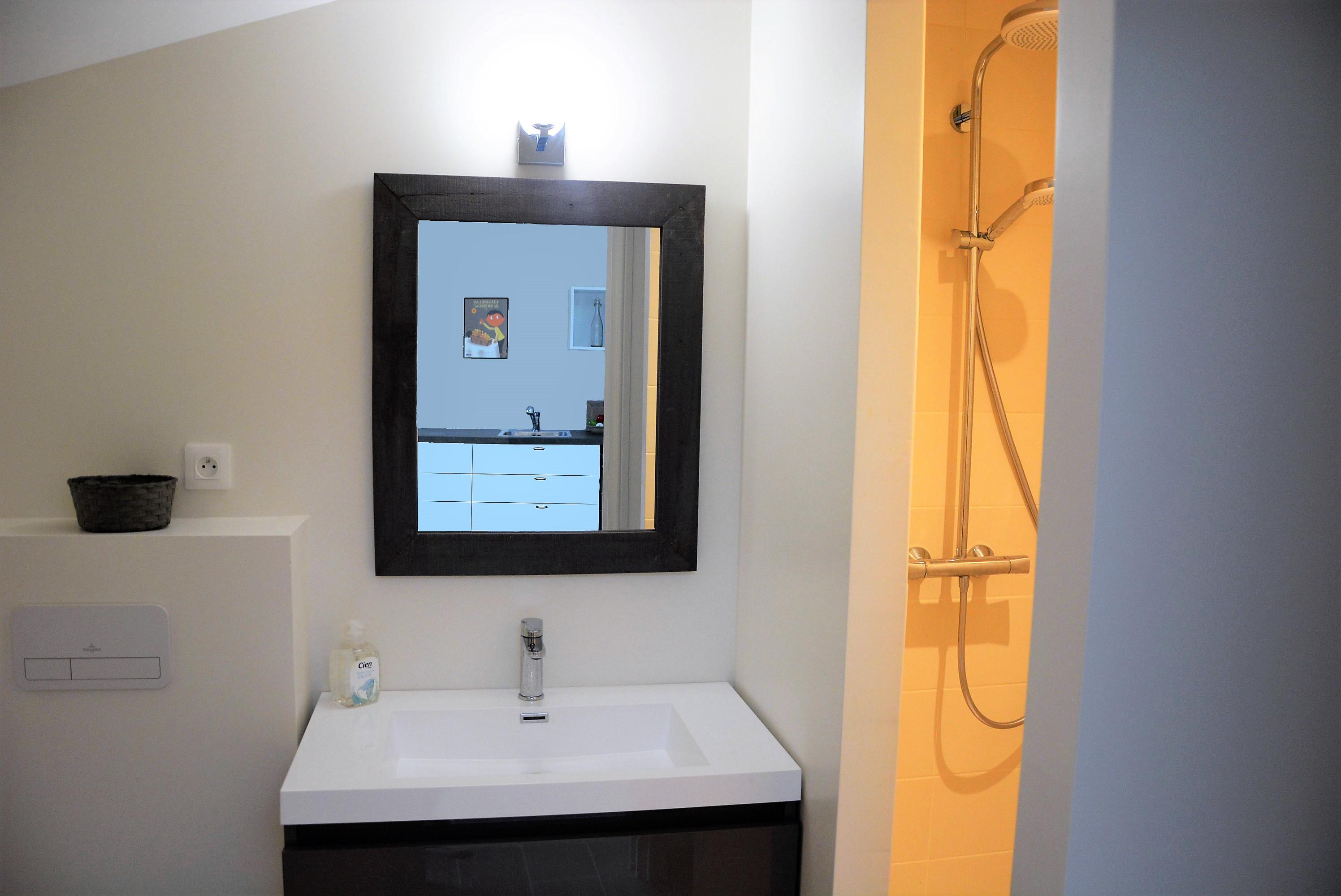 Salle De Bain Couloir Fenetre ~ guest apartments and bed breakfast ch teau lavalade