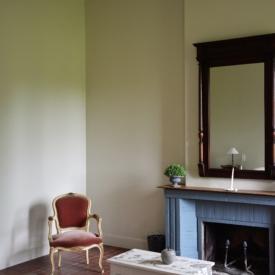 cheminee-chambre-cardinal-gite-cahsselas-chateau-lavalade