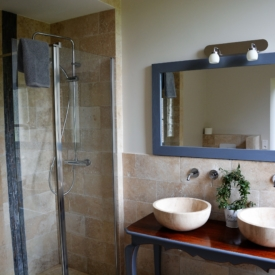 salle-de-bain-cardinal-gite-chasselas-chateau-lavalade