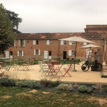 deco-a-l'exterieur-de-la-salle-mariage-05-aout-chateau-lavalade