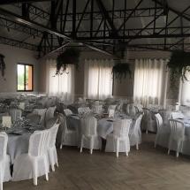 deco-a-l'interieur-de-la-salle-tables-plantes-mariage-05-aout-chateau-lavalade