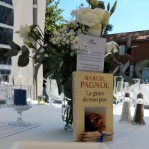 deco-livre-fleurs-table-chateau-lavalade
