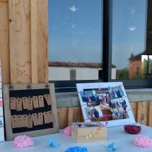 deco-place-pour-s'asseoir-table-fleurs-couleurs-mariage-03-aout-chateau-lavalade