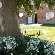 deco-sous-arbre-fleurs-chateau-lavalade-tarn-et-garonne