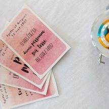 deco-table-cartes-avec-questions-et-des-bocaux-bonbons-mariage-12-août-chateau-lavalade