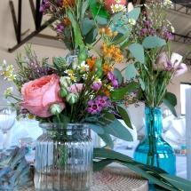deco-tables-differentes-fleurs-et-couleurs-mariage-12-août-chateau-lavalade