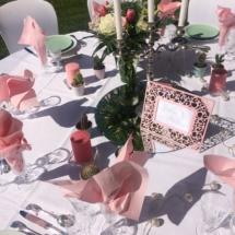 deco-rose-fleurs-table-parc-chateau-lavalade